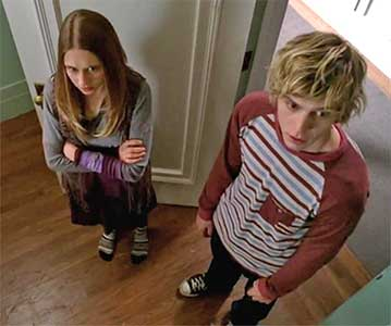 tate and violet standing