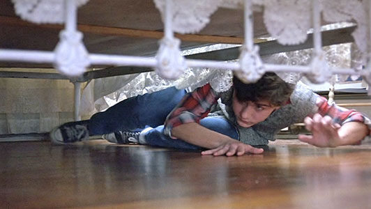 Jeff hides under the bed when Natalie's aunt comes over