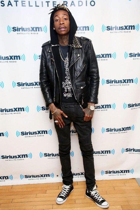fdcf6ea0dba706 2 Wiz Khalifa Wiz Khalifa wearing black high top chucks.
